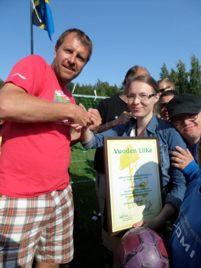 Kunniakirja luovutettiin laajasalon opiskelijoille Helsinki Cupissa vuonna 2013